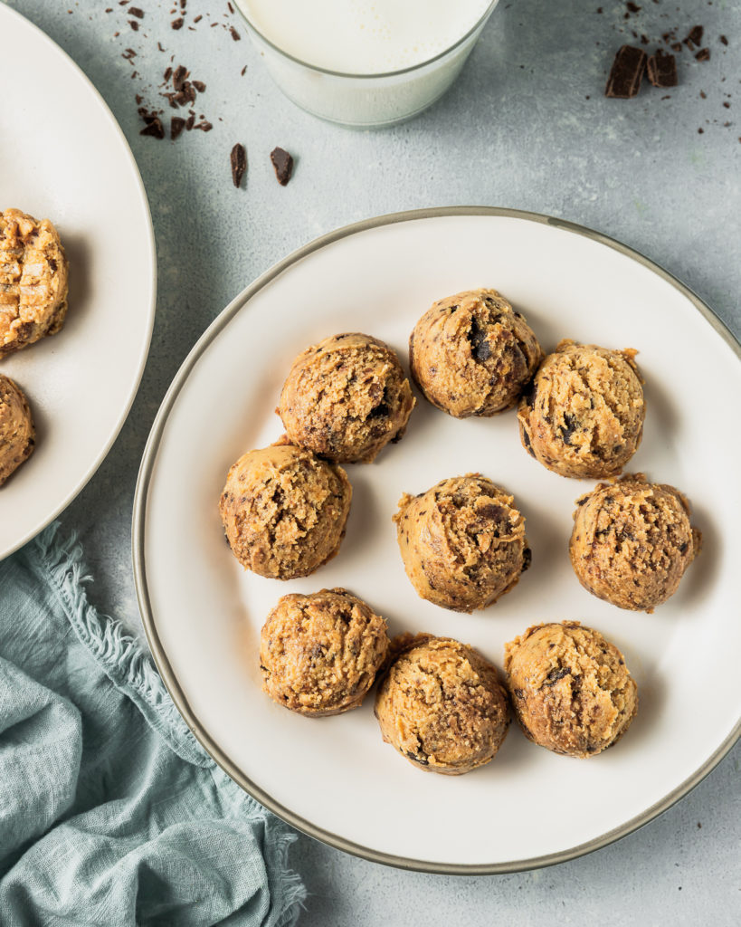 Healthy No-Bake Peanut Butter Chocolate Chip Cookies